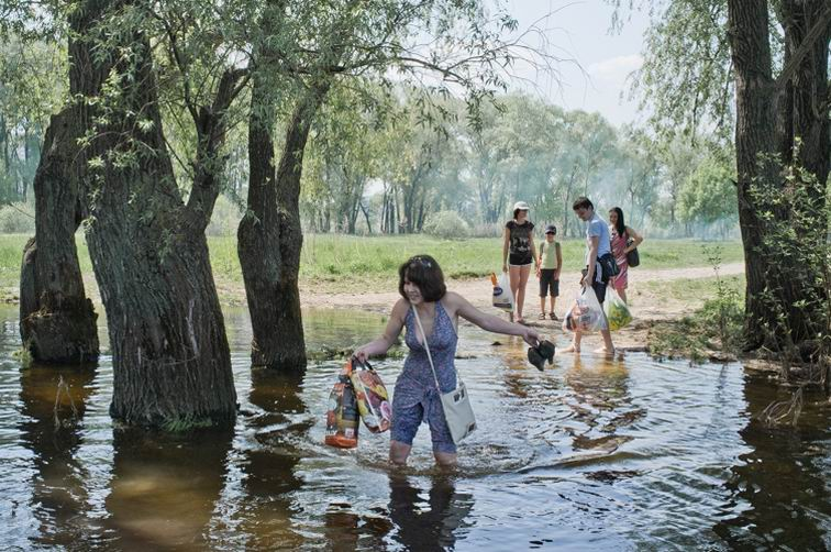People wade across a creek. Kiev, Ukraine, 1 May 2012.